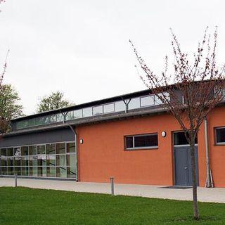 Die Turnhalle der BP Deggendorf von Außen
