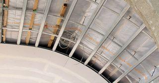 Installation einer Gewölbedecke mit moderner Technik