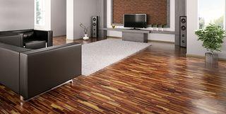 Modern eingerichtetes Wohnzimmer mit Holzfußboden