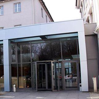 Der Eingang der IHK Regensburg
