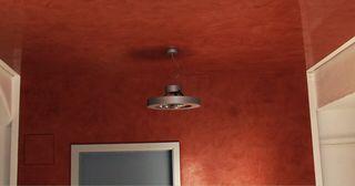 Farbige Spanndecke aus Kunsstoff in einem Wohnraum