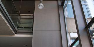 Brand- und Schalschutzwand in einem Firmengebäude