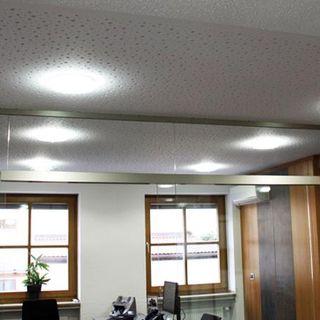 Bürogebäude mit Mineralfaserdecke